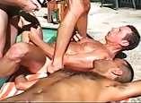 Bofes tesudos na piscina