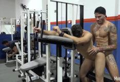 Brasileiros trepando gostoso na academia