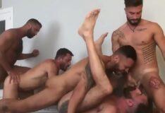 Suruba gostosa com machos safados